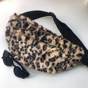 🆕🐆Faux Fur Leopard Fanny Pack